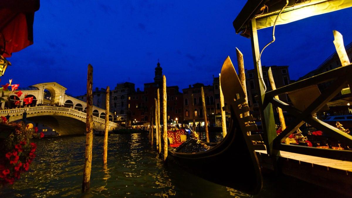 Zet de bloemetjes buiten in Venetië