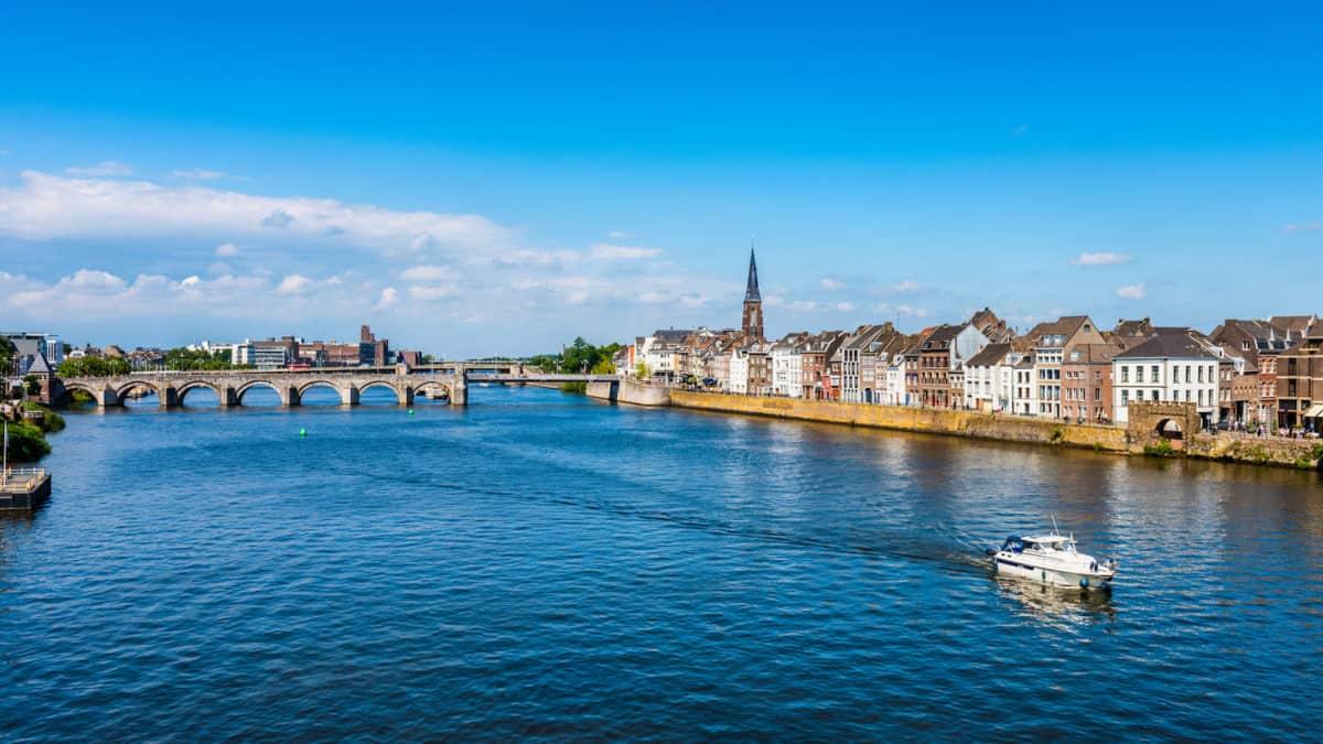 Twee fraaie Franse steden aan de Maas