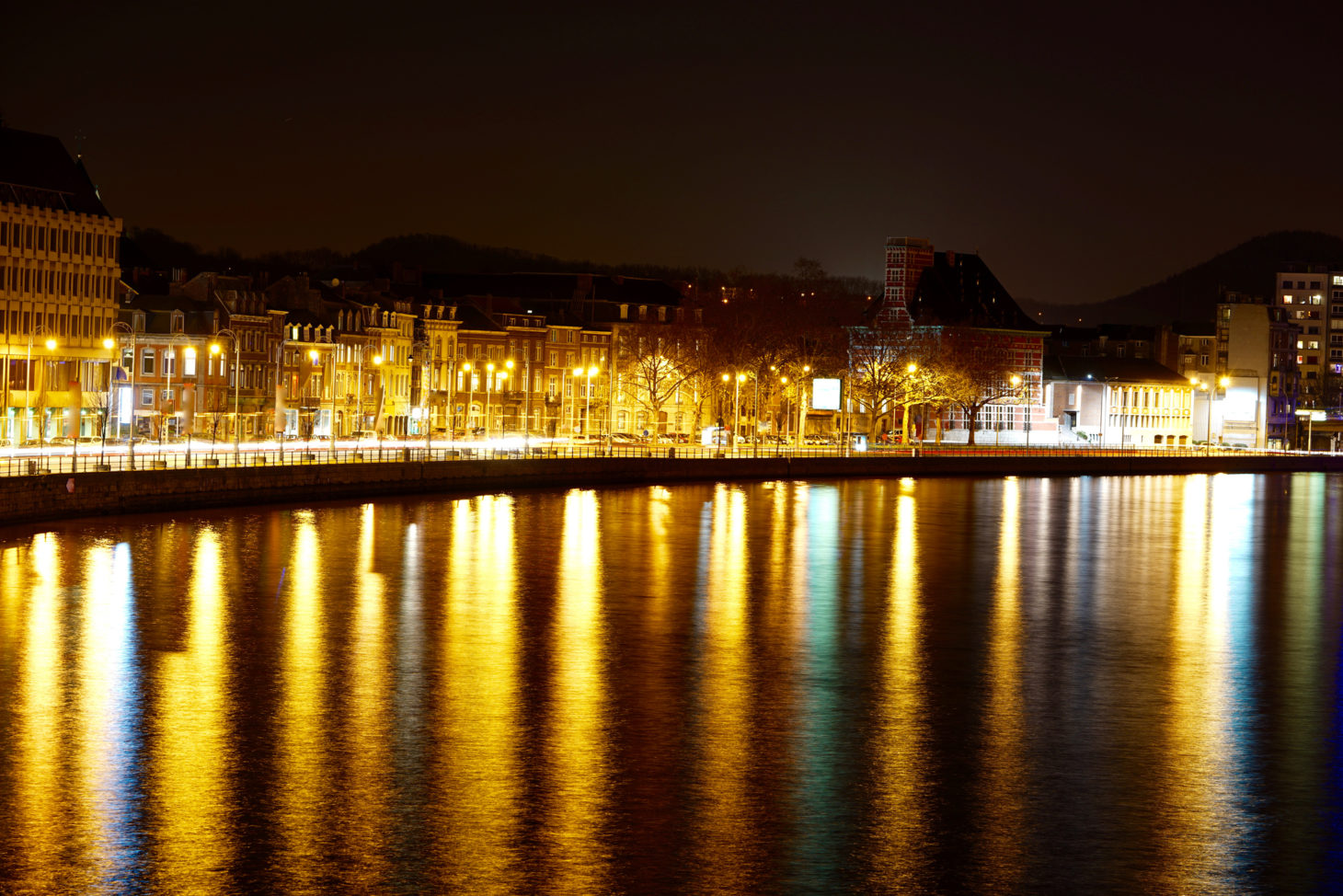 Luik bij nacht