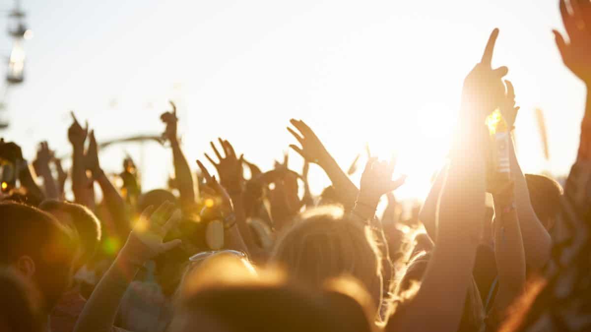 5 iconische festivals die je ooit eens moet gedaan hebben